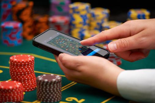 Bagaimana Cara Untuk 'Bluff' Dalam Permainan Poker
